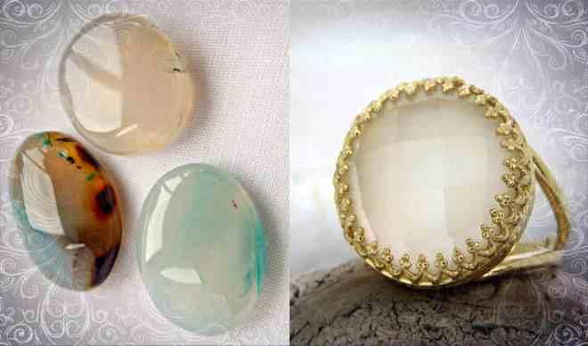 Кольцо с белой разновидностью минерала