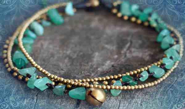 Винтажный браслет с зеленым самоцветом (фото)