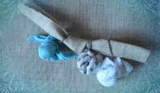 Закрепляем торбочки на ручках (шаг 8)