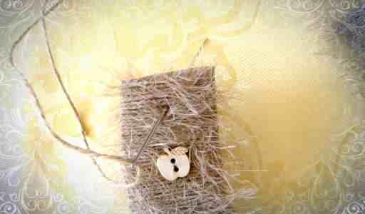 Пришиваем деревянные пуговицы