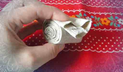 Сматываем валик из ткани
