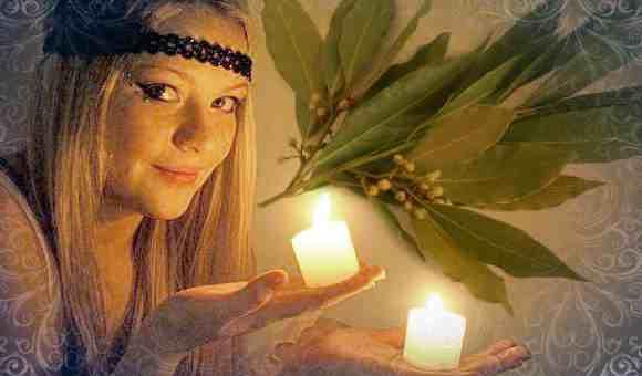 Девушка загадывает на исполнение желания на три лавровых листа