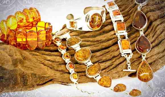На фото: изысканные украшения из янтаря