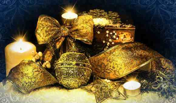 Новогодняя композиция в золотых тонах