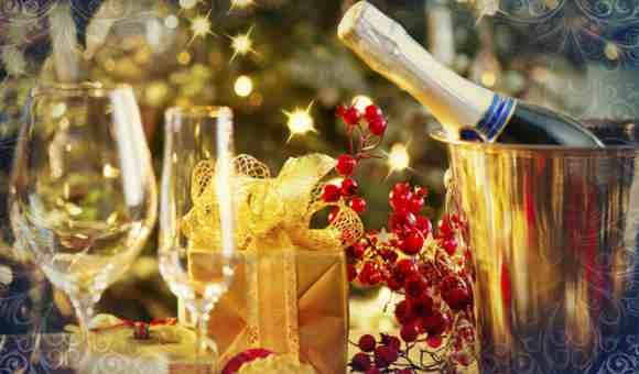 Подарки свечи и шампанское по традиции