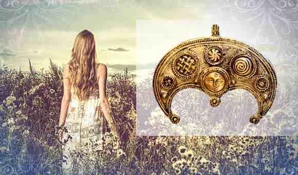 Славянская красавица в поле