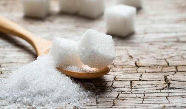 сахар упал на пол