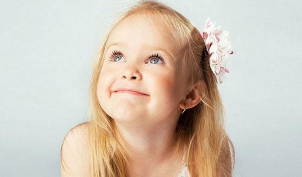 Маленькая девочка Есения