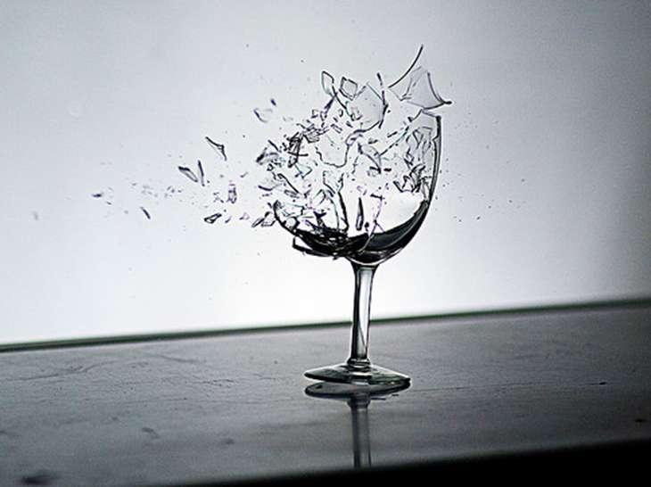 разбитая стекляная посуда